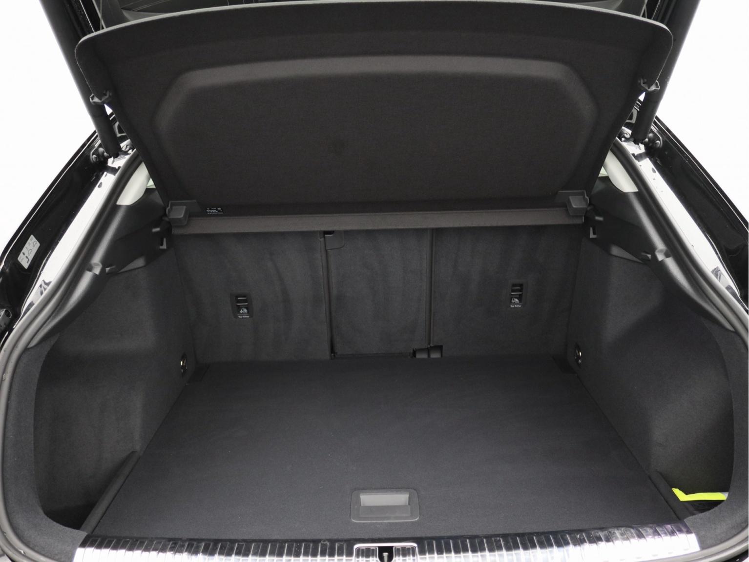 Audi-Q3 Sportback-36