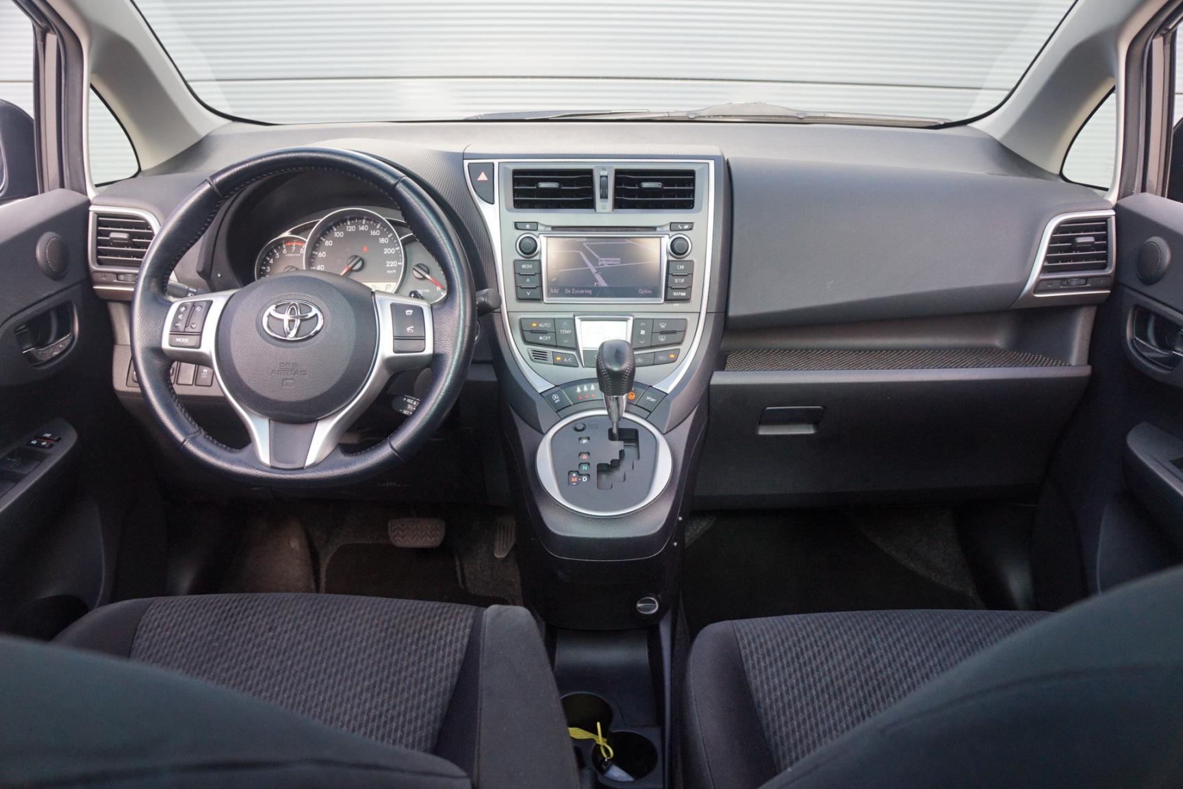 Toyota-Verso-S-12