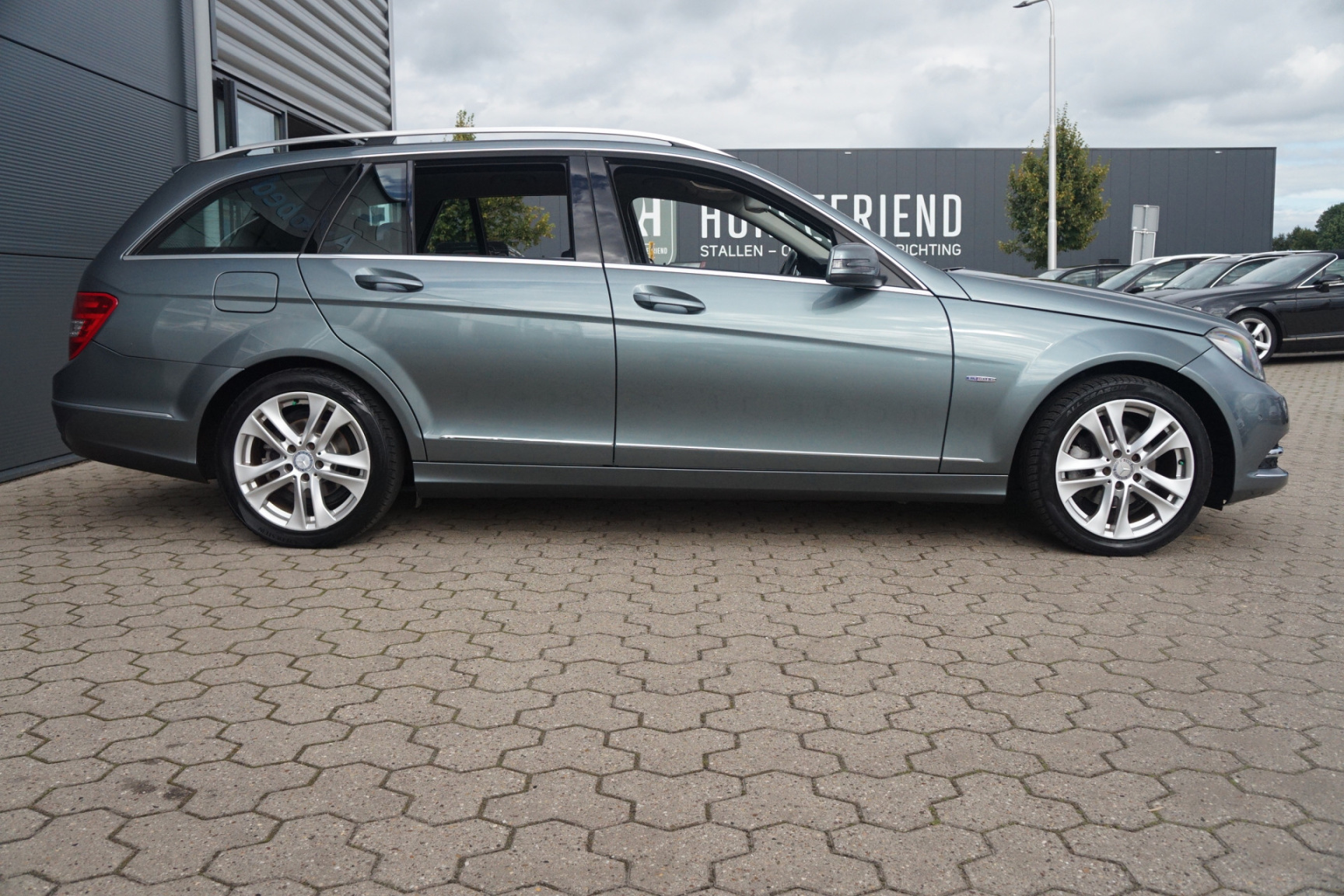Mercedes-Benz-C-Klasse-4